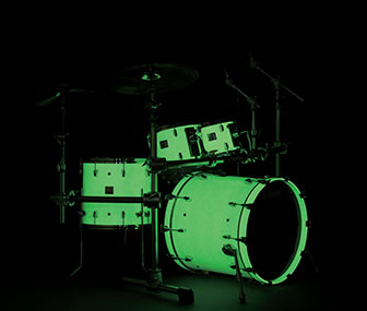 Yamaha Absolute drum set in Luminous White Sparkle finish glowing in the dark in a dark room.